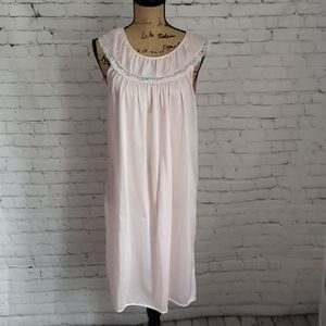 Vintage Pale Pink Embroidered Night Gown Medium